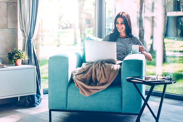 Online psihoterapija u konfornoj fotelji i uz šolju kafe